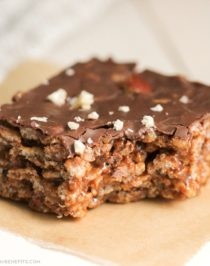Healthy Nutella Krispy Treats recipe -- chewy, crunchy, sweet, rich, and OH SO GOOD! (refined sugar free, high protein, gluten free) -- Healthy Dessert Recipes at Desserts with Benefits