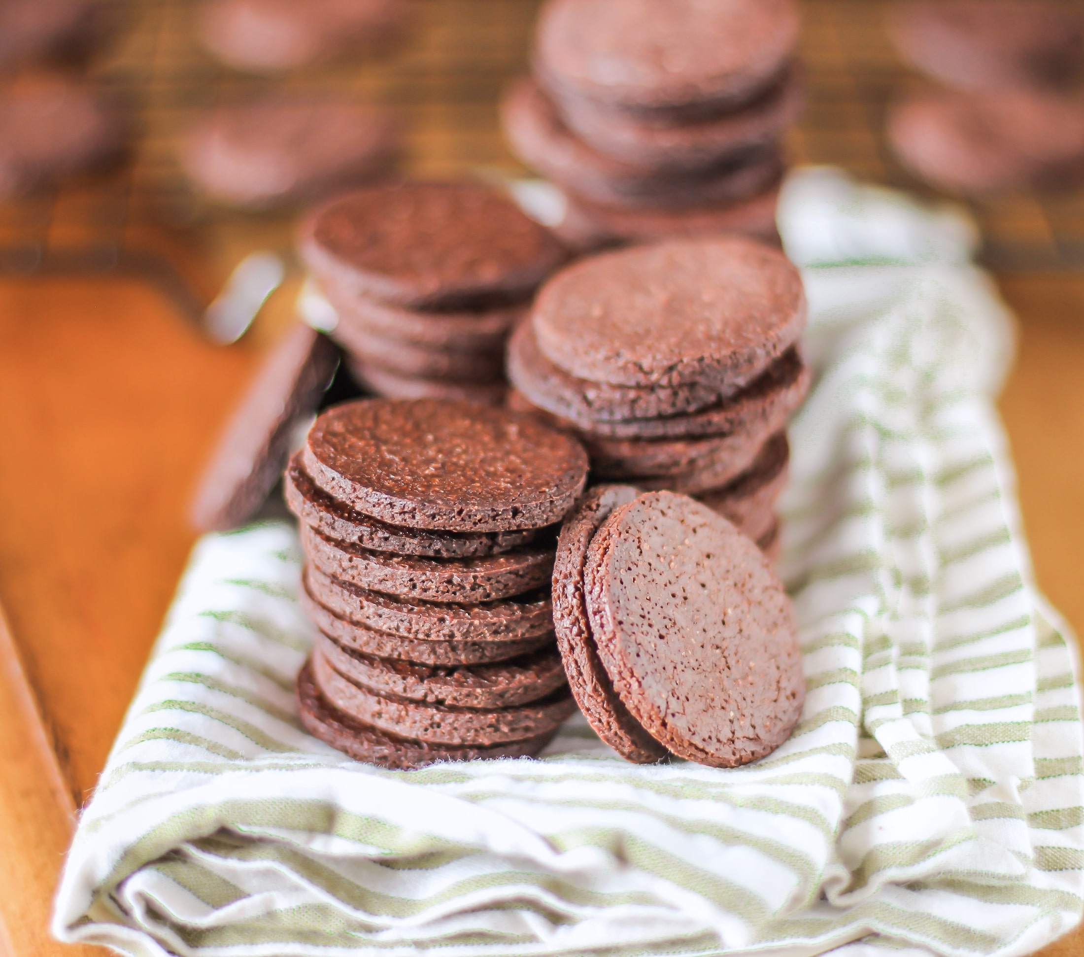 These Healthy Chocolate Quinoa Crackers are super easy to make with just a few ingredients. Plus, they're sugar free, high fiber, gluten free, and vegan!