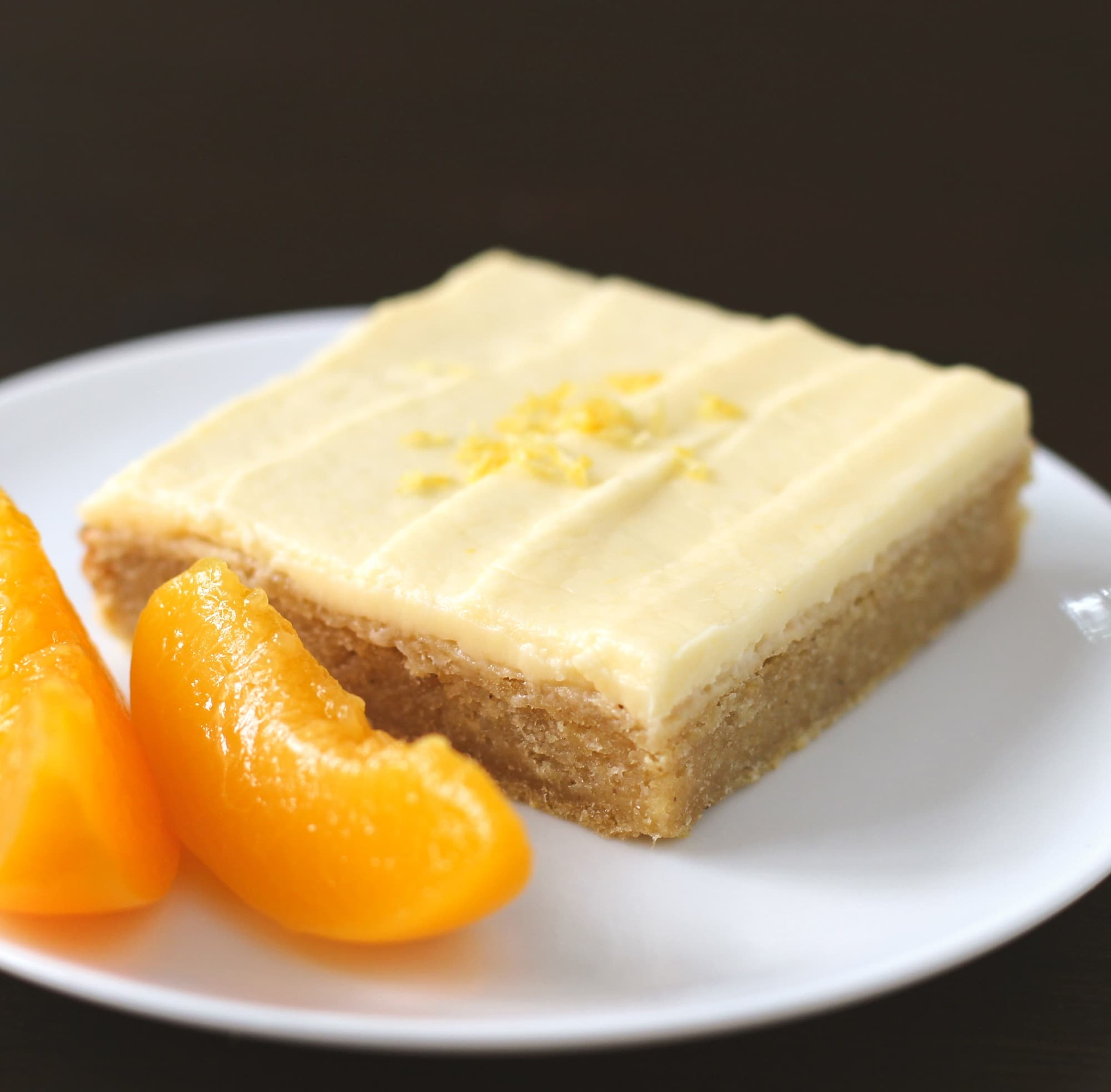 Healthy Lemony Peach Blondies with Peach Frosting (refined sugar free, gluten free, vegan) - Healthy Dessert Recipes at Desserts with Benefits