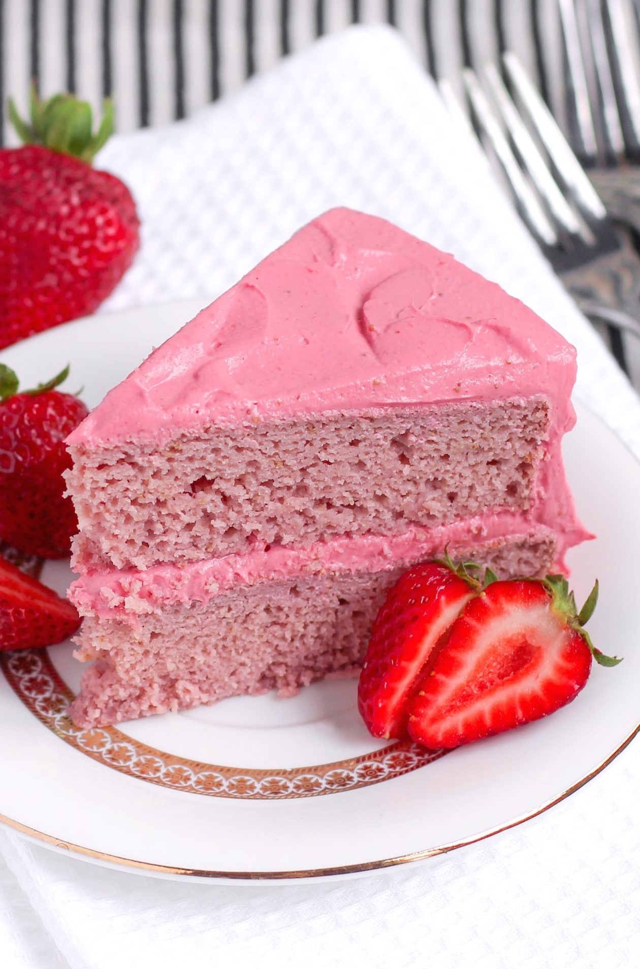 Healthy Strawberry Cake with Strawberry Frosting (refined sugar free, gluten free, high protein, high fiber)