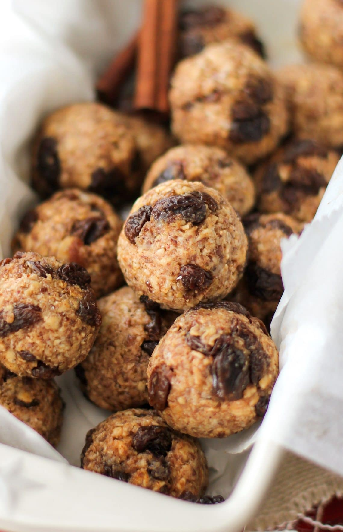 Healthy Oatmeal Raisin Cookie Energy Bites (refined sugar free, gluten free, dairy free, vegan) - Healthy Dessert Recipes at Desserts with Benefits
