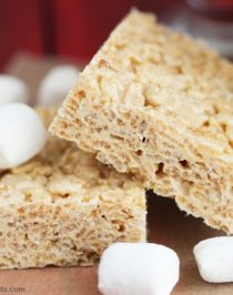 Simple, quick, and easy 4-ingredient Healthy Protein Krispy Treats recipe – only 4 ingredients needed to make these chewy and crunch (all natural, low fat, refined sugar free, and gluten free) treats! Healthy Dessert Recipes at Desserts with Benefits