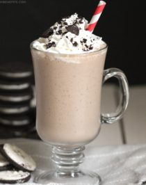 This Healthy Oreo Shake reminds me of those Oreo Blizzards because it's thick, sweet, and oh so satisfying for the sweet tooth inside all of us. Little did anyone know, it's all natural, refined sugar free, high protein, high fiber, and gluten free! Healthy Dessert Recipes at Desserts with Benefits
