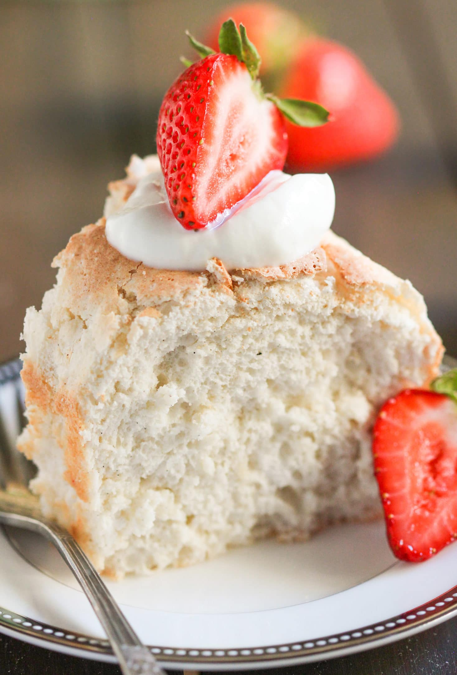 One bite of this Healthy Angel Food Cake and you'll be convinced you're eating a light, fluffy, and sweet, dessert-like cloud. It's perfectly sweet, perfectly moist, and perfectly flavored with vanilla beans. You'd never ever guess that this recipe is totally guilt free, sugar free, fat free, low carb, gluten free, and dairy free too! Healthy Dessert Recipes at the Desserts With Benefits Blog (www.DessertsWithBenefits.com)