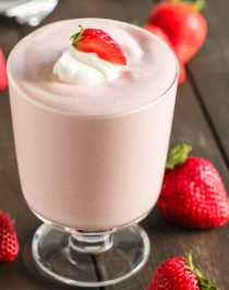 This Healthy Strawberry Cheesecake Dip is creamy, smooth, satisfying and jam-packed full of fresh strawberry puree. It has all the flavor of a decadent cheesecake, just in the form of a dip! And the best part? It has only 70 calories, 1.5g fat, and no added sugar! Perfect for dipping whole grain graham crackers, juicy strawberries, or spoons alone. Healthy Dessert Recipes with sugar free, low calorie, low fat, low carb, high protein, gluten free, dairy free, vegan, and raw options at the Desserts With Benefits Blog (www.DessertsWithBenefits.com)