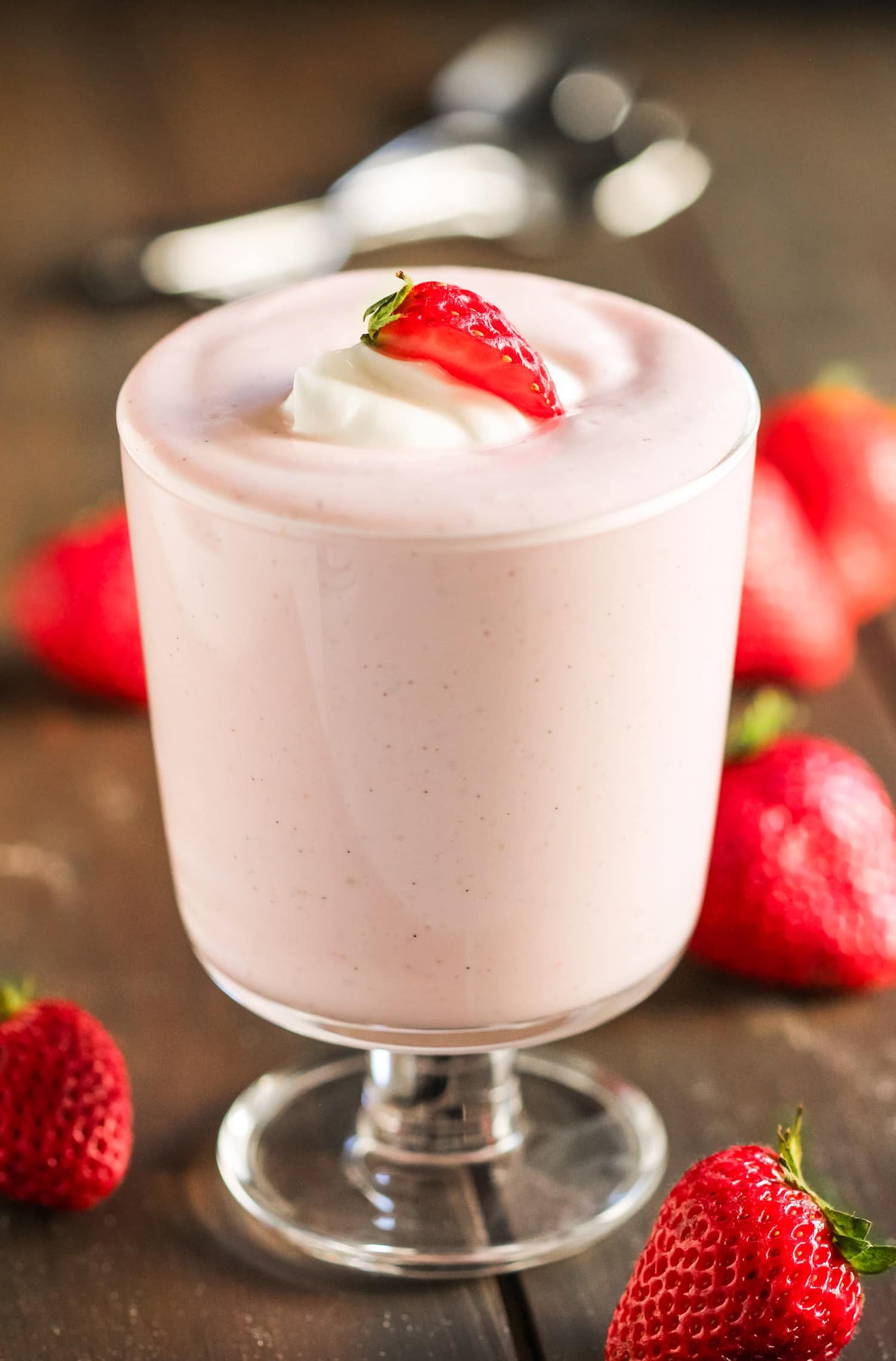 Healthy Strawberry Cheesecake Dip (70 calories)