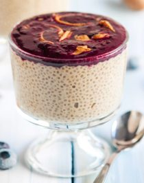 This 5-ingredient Healthy Peanut Butter and Jelly Chia Seed Pudding recipe has ALL the PB&J flavor your heart (and tastebuds) could ever desire, but in a healthier form! This is super easy to make and even easier to eat. You'd never know it's sugar free, gluten free, high protein, and vegan too! Healthy Dessert Recipes at the Desserts With Benefits Blog (www.DessertsWithBenefits.com)