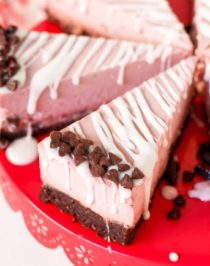 This deliciously rich and creamy no-bake Raw Vegan Peppermint Cheesecake is creamy without the cream cheese, fluffy without the eggs, and secretly sugar free and gluten free too! No baking required, no water bath needed. Perfect for the holidays, birthdays, parties, or no reason at all!