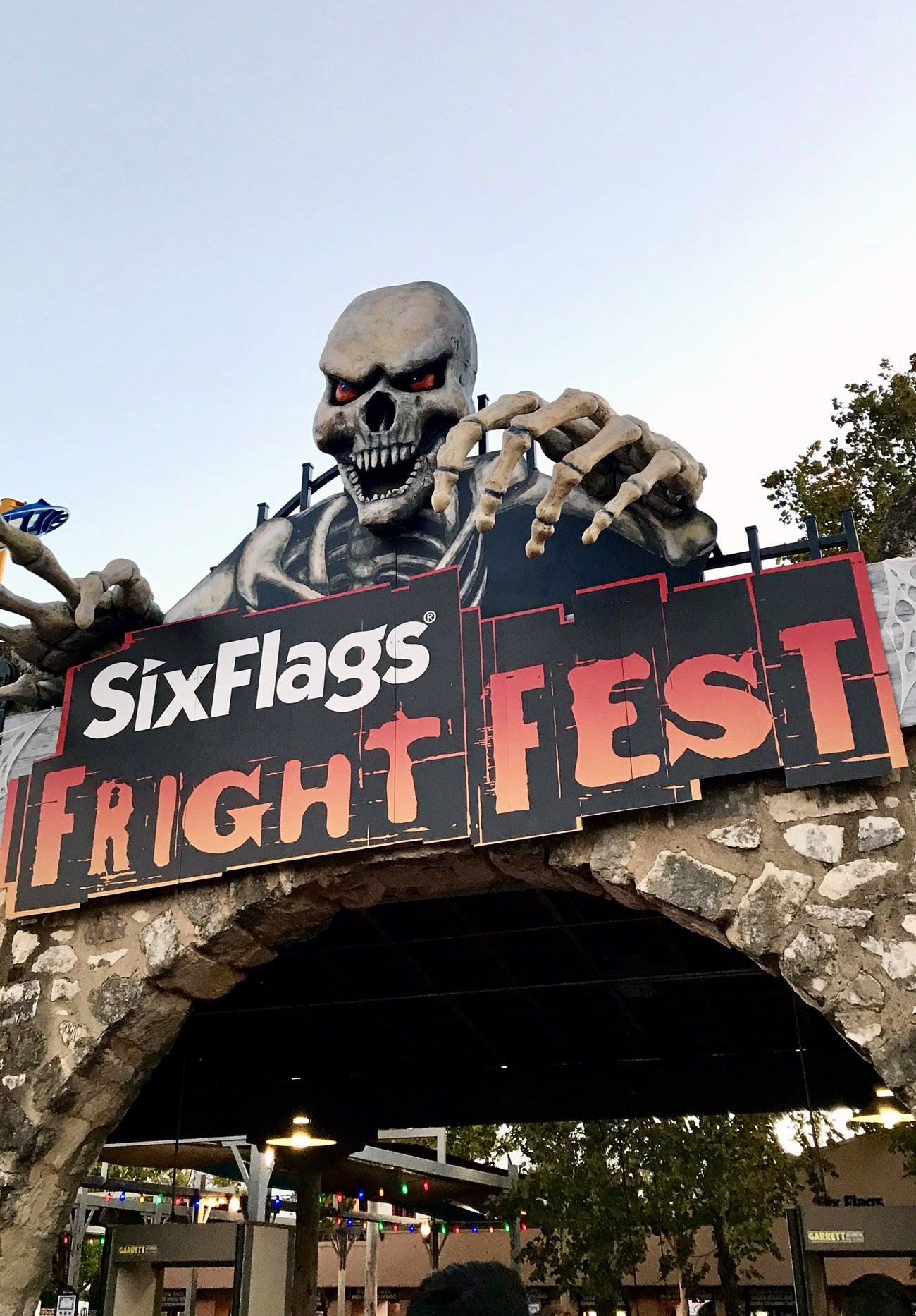 "Traveling to San Antonio, Texas? Or maybe you already live there and are looking for something fun and fresh to do? I ordered the ""San Antonio Explorer Pass"" via TripAdvisor and got to visit Six Flags, the Guinness World Records Museum, and Ripley's Haunted Adventure!"